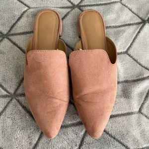 Blush pointed toe slides • 8.5